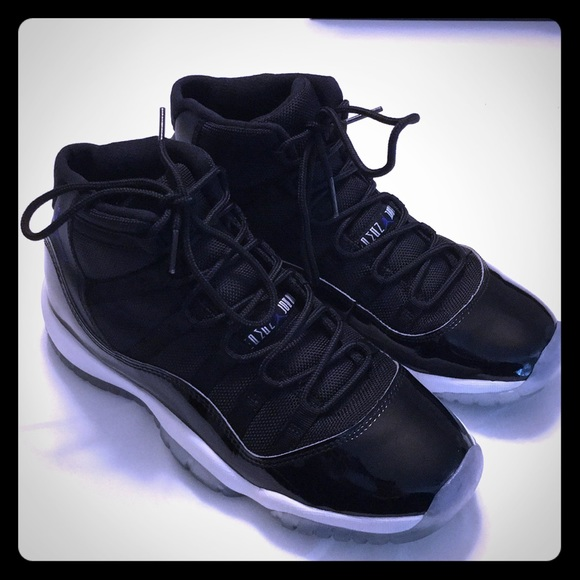 big sale 4e0e6 190e6 Air Jordan Retro 11 youth boys 7 sneakers